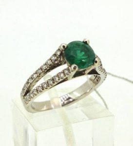 Sužadėtuvių žiedas Nr.97 (iš balto aukso, puoštas smaragdu ir briliantais)