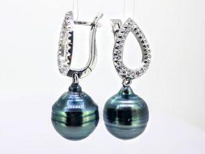 Auskarai Nr.135 (su juodais perlais, iš aukso)